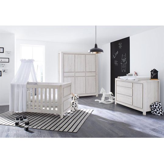 Children's room Line with extra wide changing table and 6-door wardrobe